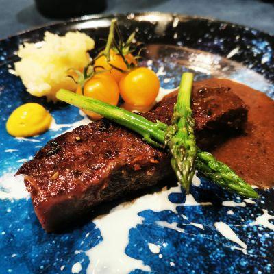 炙烤牛小排配有機蔬菜